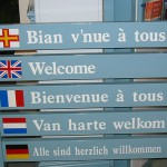 512px-Welcome_multilingual_Guernsey_tourism